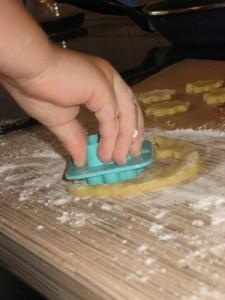 вырезаем песочное печенье